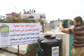 بدعم من مؤسسة أطفال في الدين ـ بريطانيا جمعية الفلاح الخيرية تنفذ مشروع توفير مياه صحية لصالح المصلين في المساجد