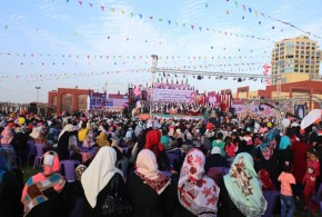 قطري يزف 50عريسا وعروسا في قطاع غزة
